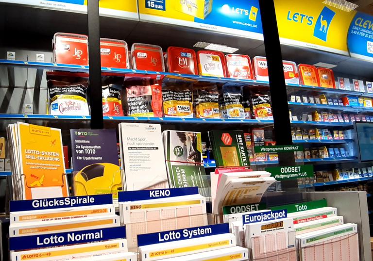 Tabak Kapoor mit Lotto, Schreibwachen & Post